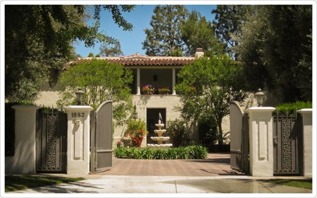 Amanda's house outside