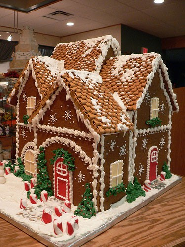 November 2010 verbena check out this gingerbread house solutioingenieria Choice Image