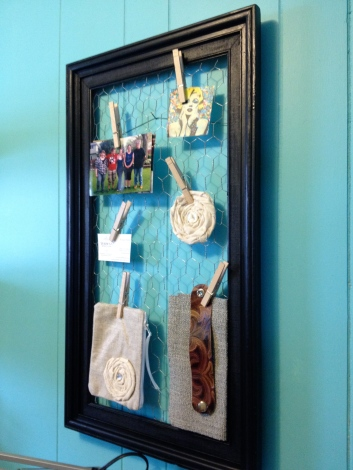 Chicken wire display frame