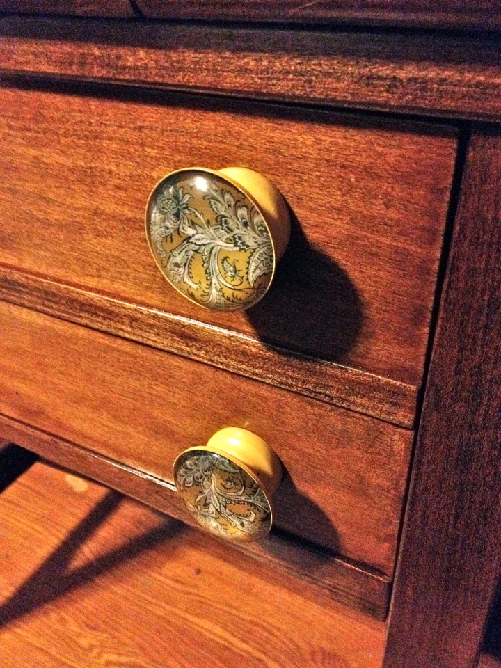 Finished Table with Knobs